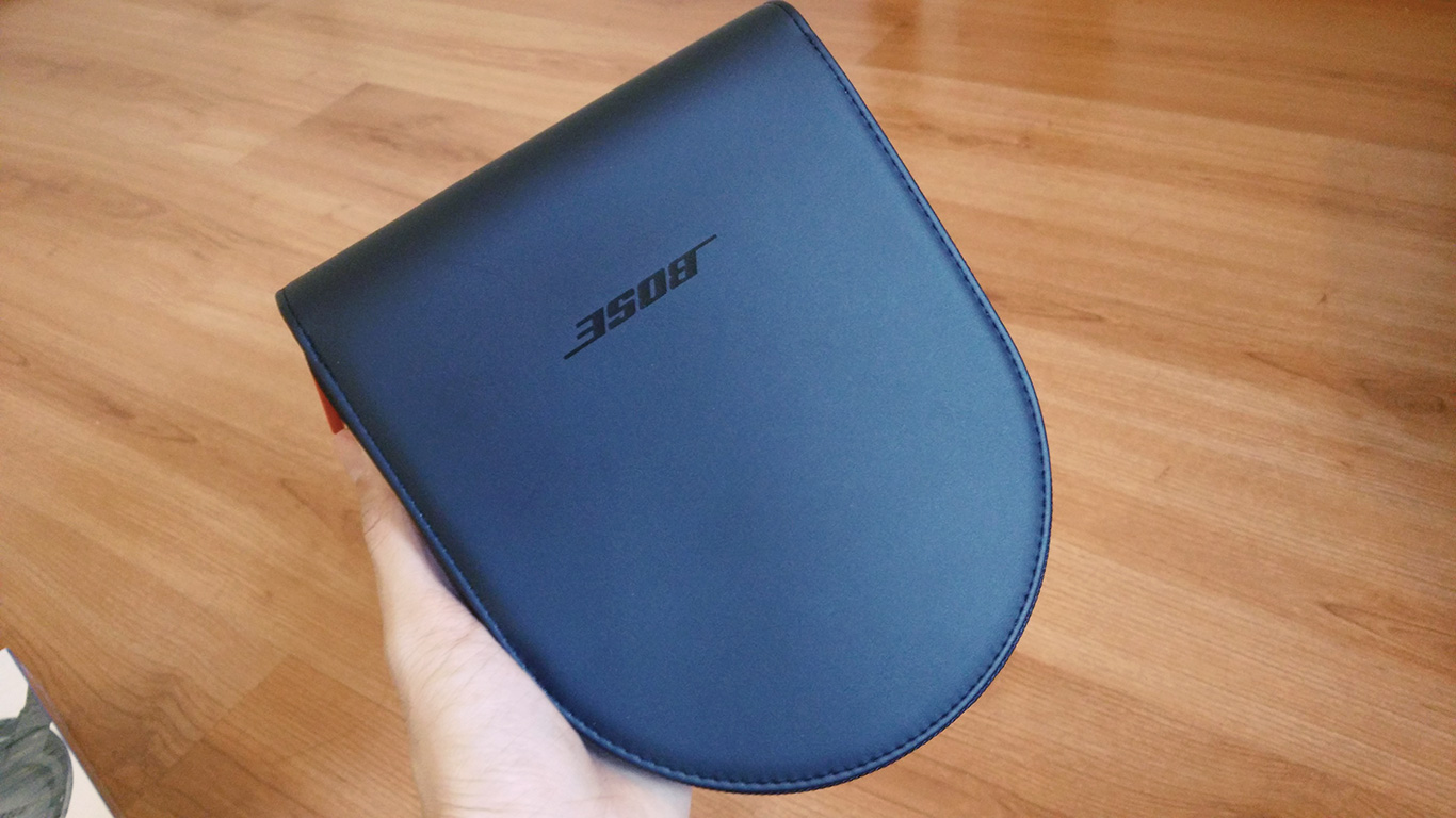 bose soundtrue around ear - softcase