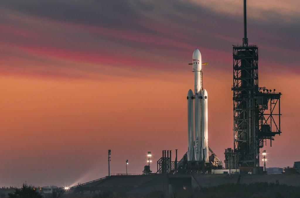 ภาพจรวด Falcon Heavy ของบริษัท Space X
