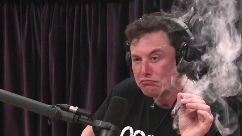 ภาพ Musk สูบกัญชาออกอากาศรายการหนึ่ง ทำให้หุ้น Tesla ตกทันที